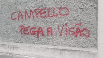 Muros pichados em São Januário