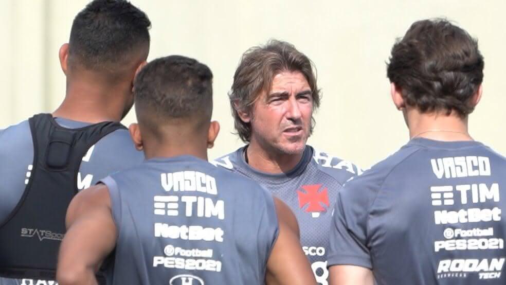 Ricardo Sá Pinto durante treino do Vasco