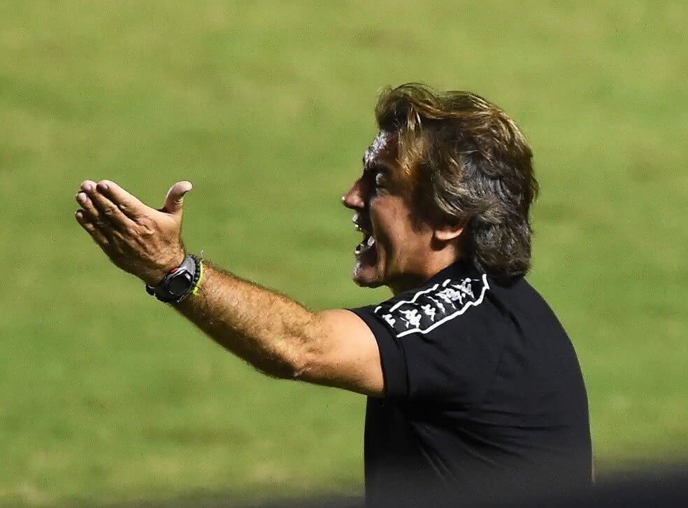 Ricardo Sá Pinto em jogo contra o Corinthians