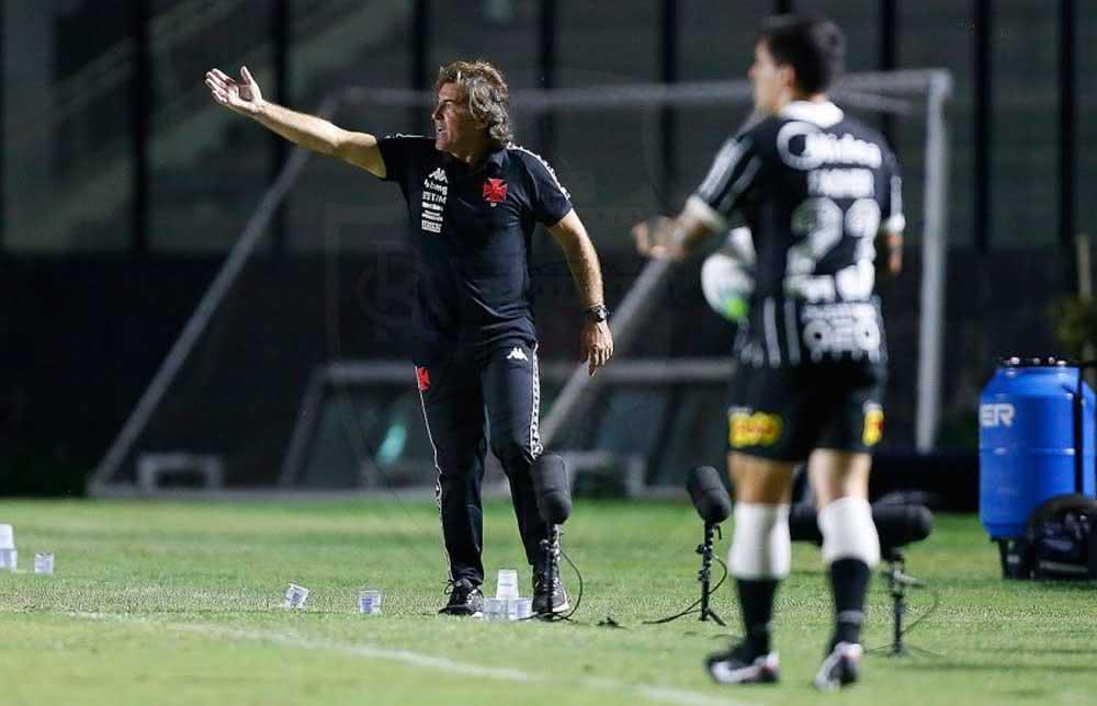 Ricardo Sá Pinto durante o jogo contra o Corinthians