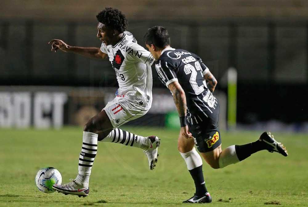 Talles Magno durante o jogo contra o Corinthians