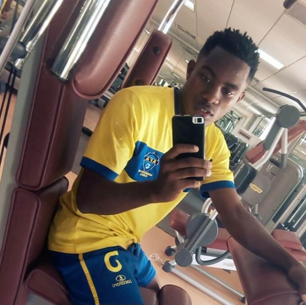 Toko Filipe tem 21 anos
