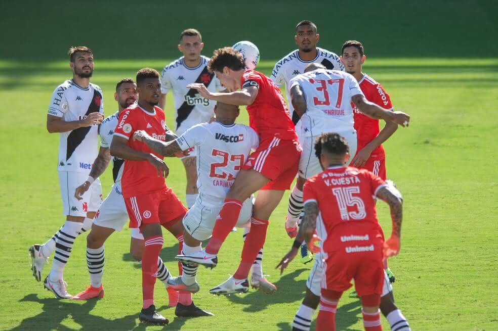 Jogo entre Vasco e Internacional em São Januário