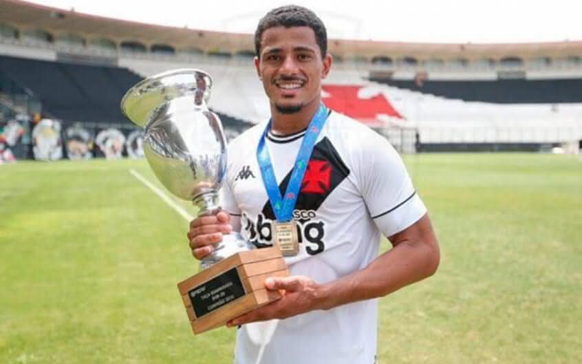 Weverton comemora título pelo Vasco