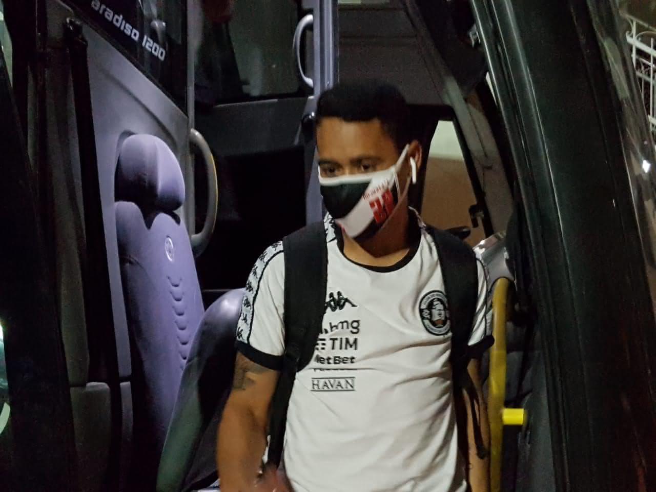 Pikachu chegando em São Januário para Vasco x Corinthians