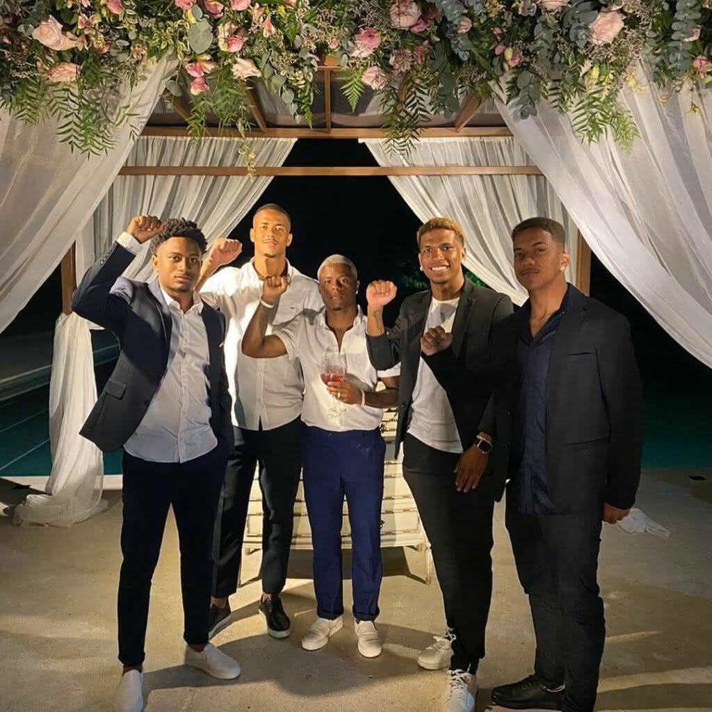 Cayo Tenório, Ygor Catatau, Lucas Santos, Juninho e Vinícius no casamento de Andrey