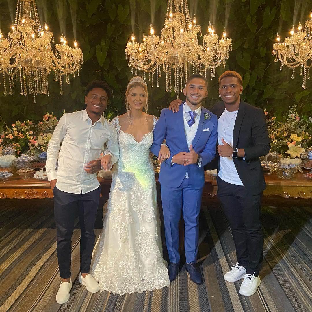 Cayo Tenório e Juninho com Andrey e sua esposa, Yasmin