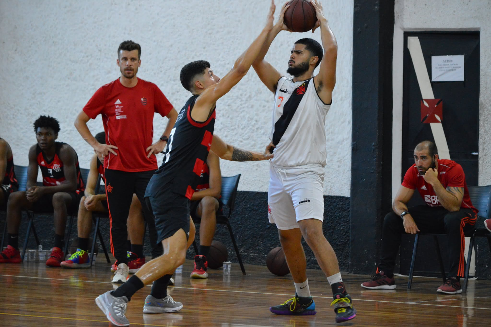 Vasco e Flamengo em duelo pelo Estadual Sub-19