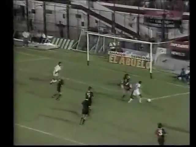 Dener se destacou em amistoso contra time de Maradona em 1994