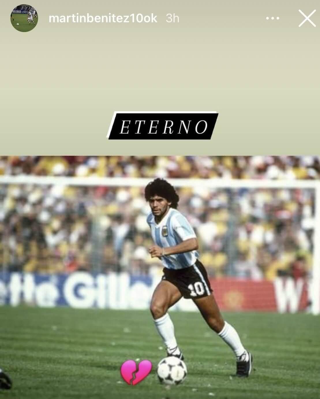 Foto postada por Benítez reverenciando Maradona