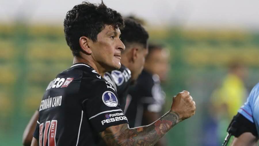 Cano comemorando gol contra o Defensa y Justicia