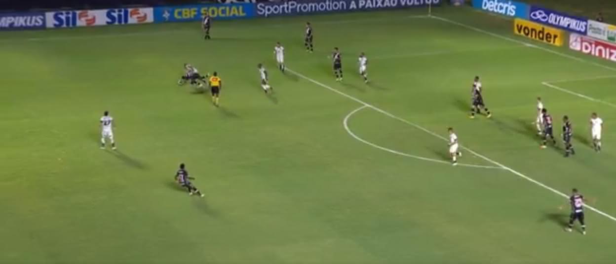 Falta não marcada de Lima em Gustavo Torres na origem do 3º gol do Ceará