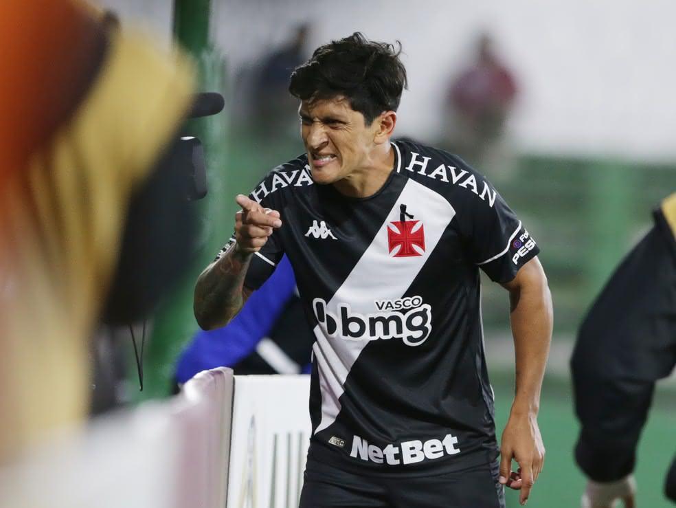 Germán Cano celebrando gol contra o Defensa y Justicia na Argentina
