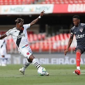 Gustavo Torres no duelo contra o São Paulo