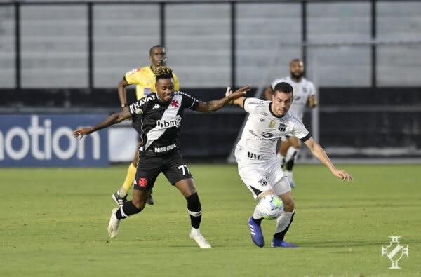 Gustavo Torres em ação contra o Ceará