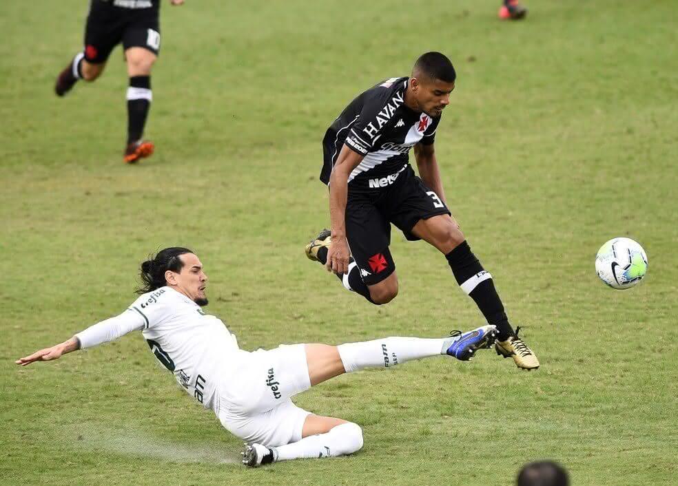 Léo Matos em jogo contra o Palmeiras