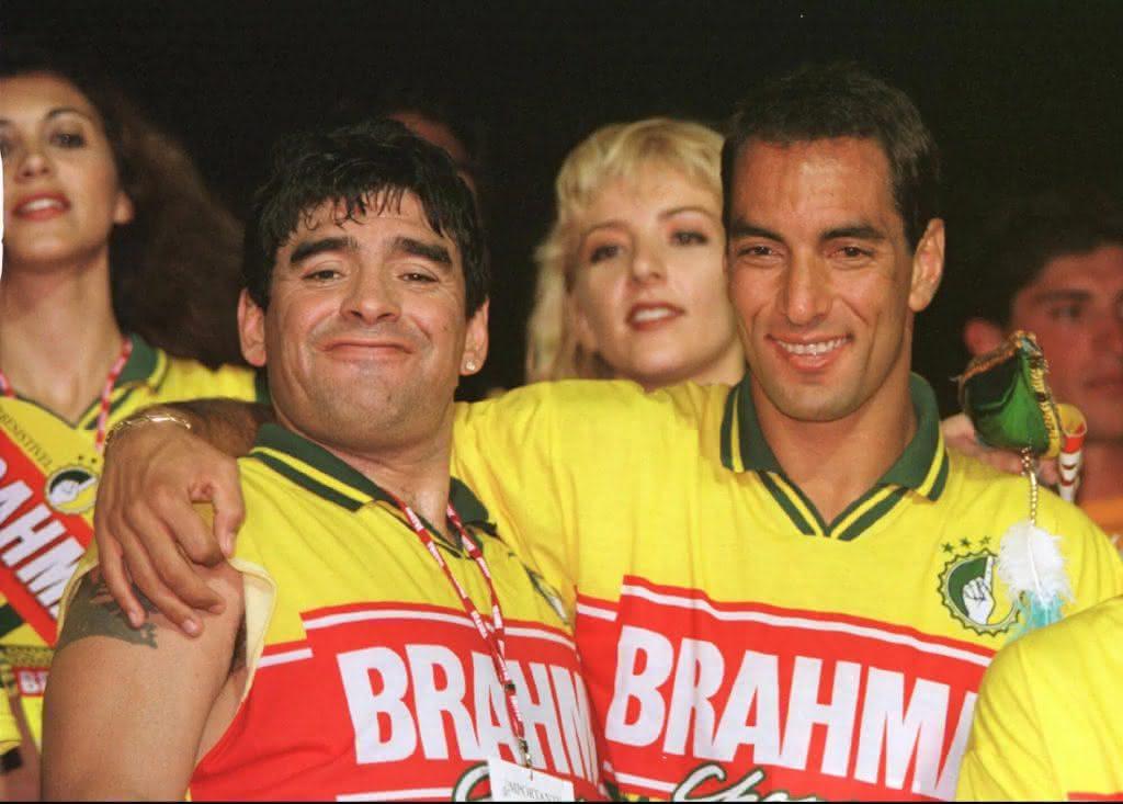 Maradona e Edmundo no Carnaval carioca de 1998