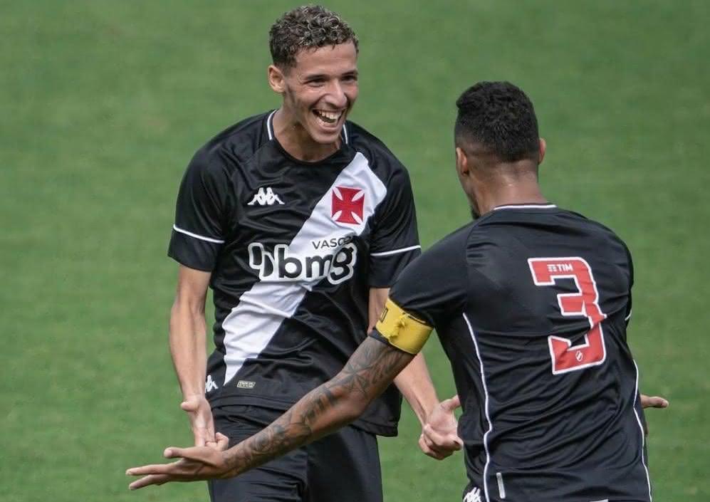 Arthur e Menezes comemorando seu gol pelo Sub-20.