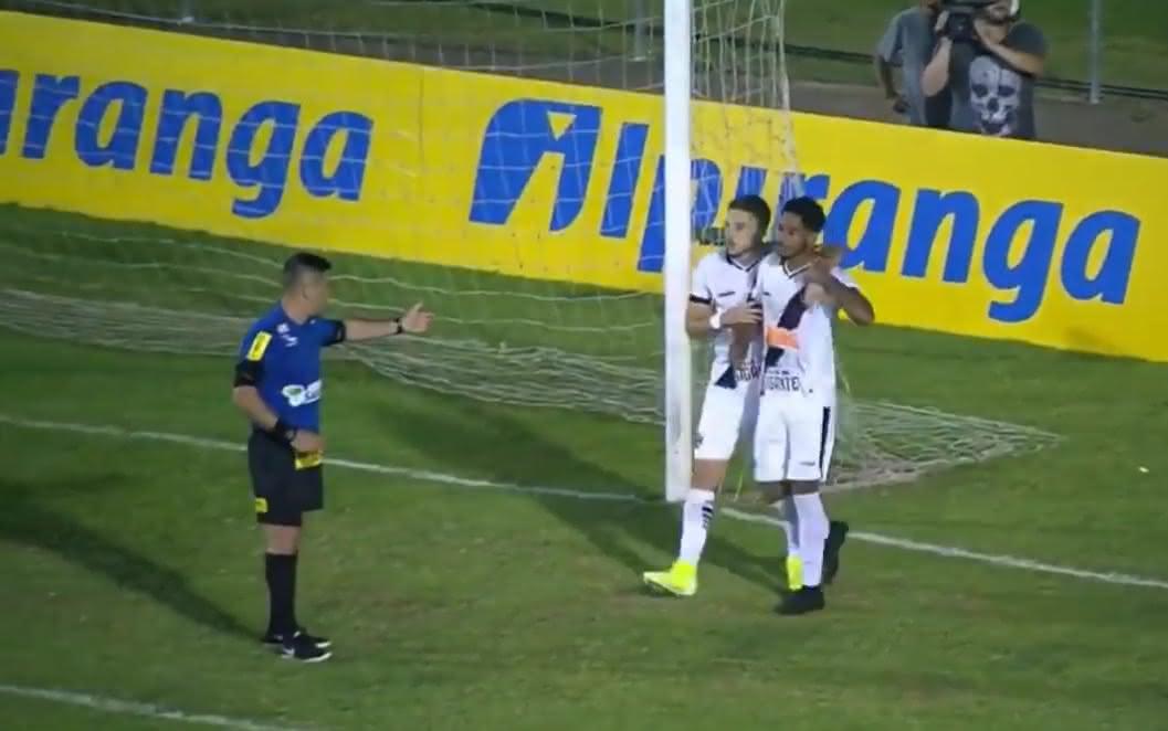 Miranda em ação pelo Sub-20 do Vasco