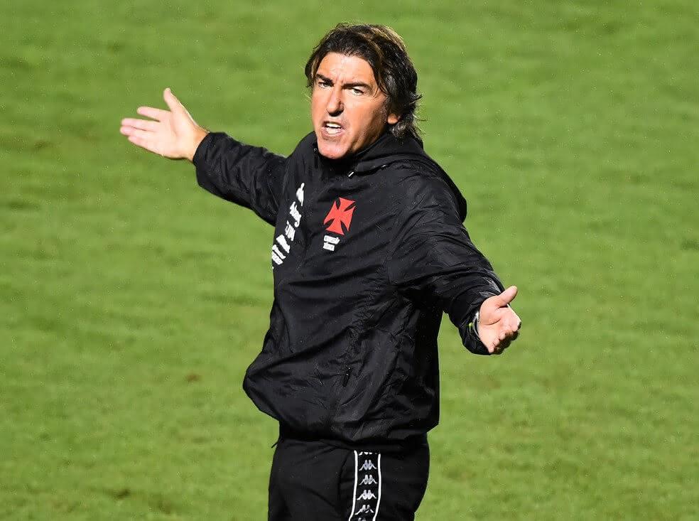 Ricardo Sá Pinto durante jogo contra o Fortaleza