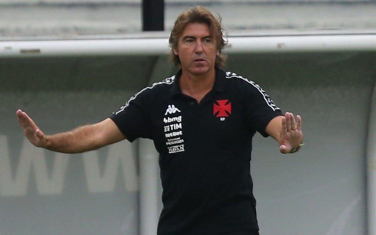 Ricardo Sá Pinto durante jogo em São Januário
