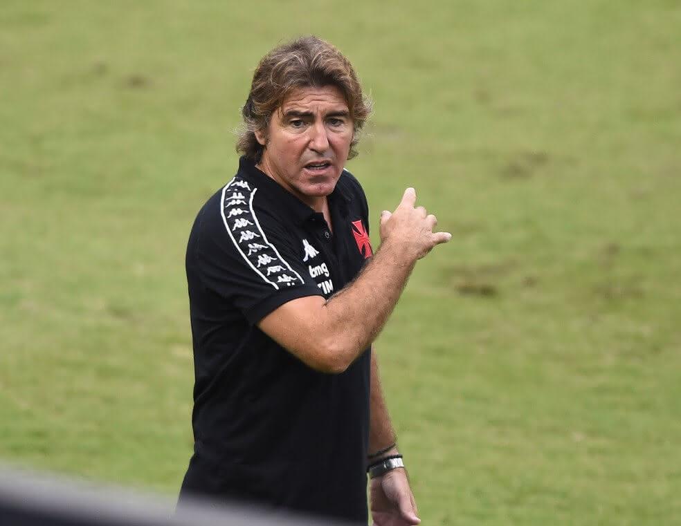 Ricardo Sá Pinto durante o jogo contra o Palmeiras