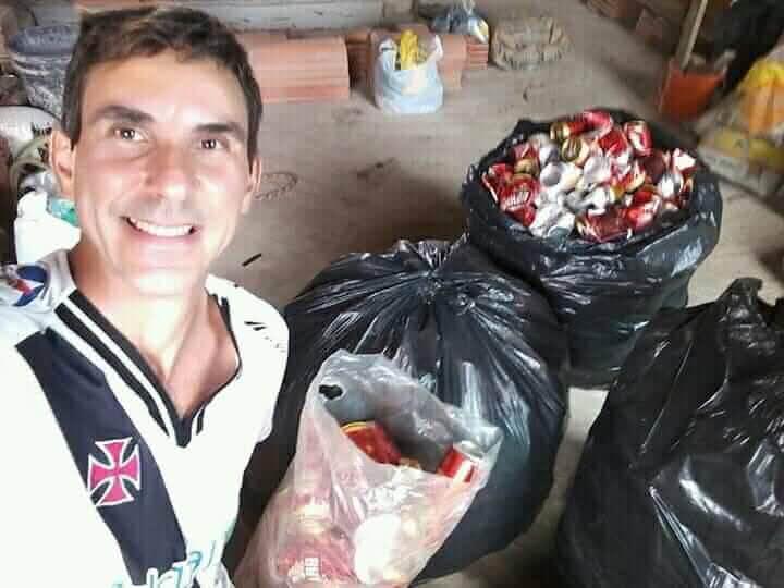 Vascaíno trabalhou com reciclagem para comprar camisa do Clube