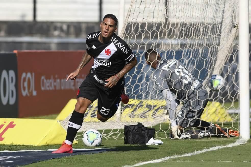 Carlinhos festejando gol contra o Santos