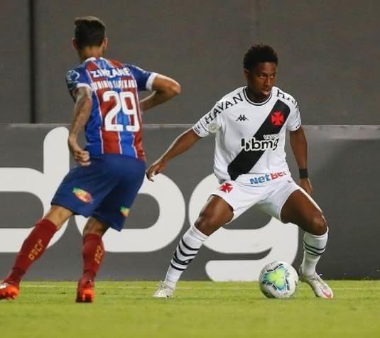 Cayo Tenório em ação pelo Vasco contra o Bahia