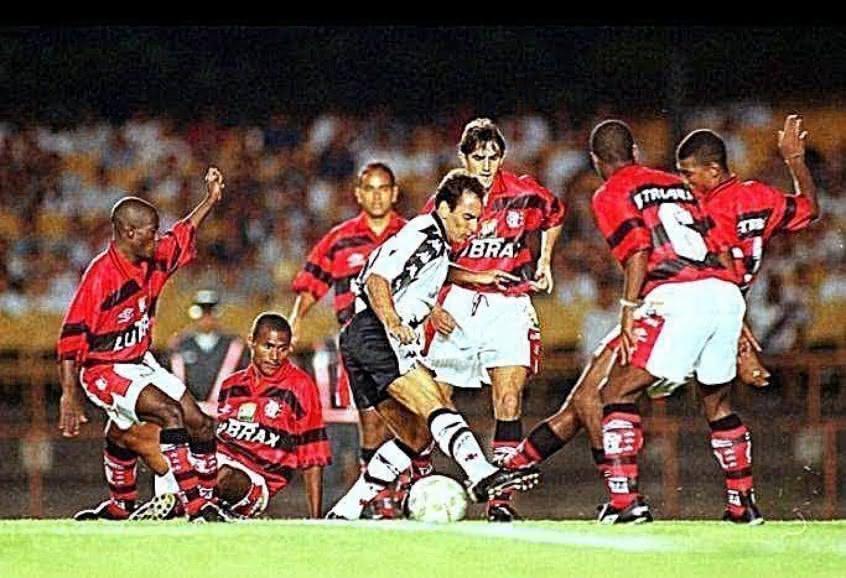 Edmundo contra o Flamengo em 1997