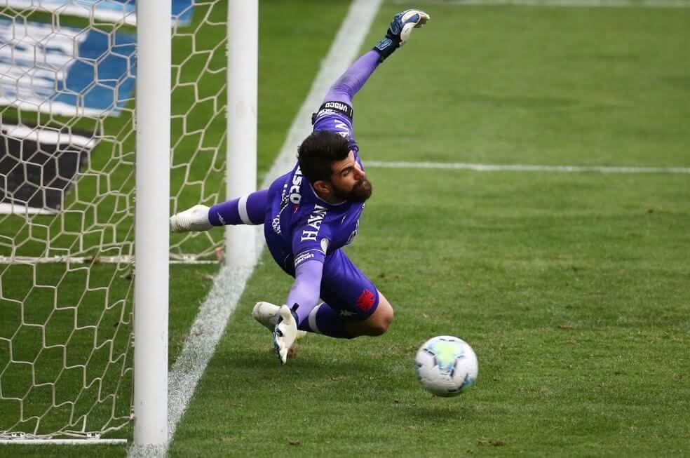 Fernando Miguel durante o jogo contra o Grêmio