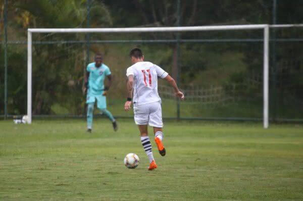Gabriel Pec durante o jogo contra o Botafogo