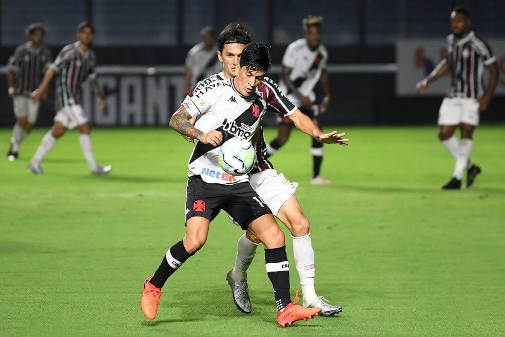 Germán Cano em ação contra o Fluminense