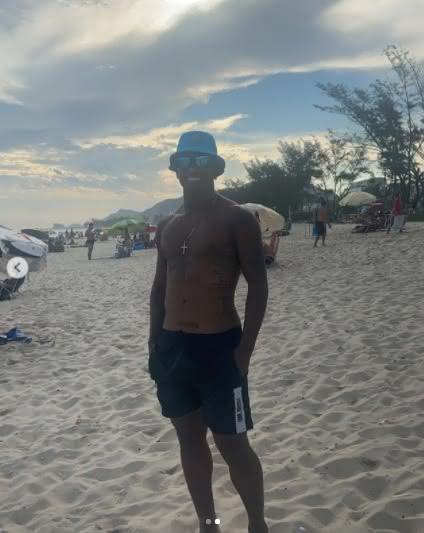 Juninho em passeio na praia