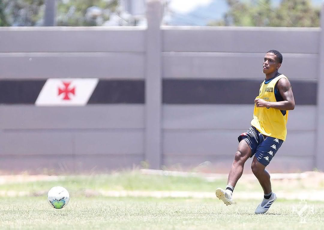 Juninho, volante do Vasco, durante treino cruzmaltino