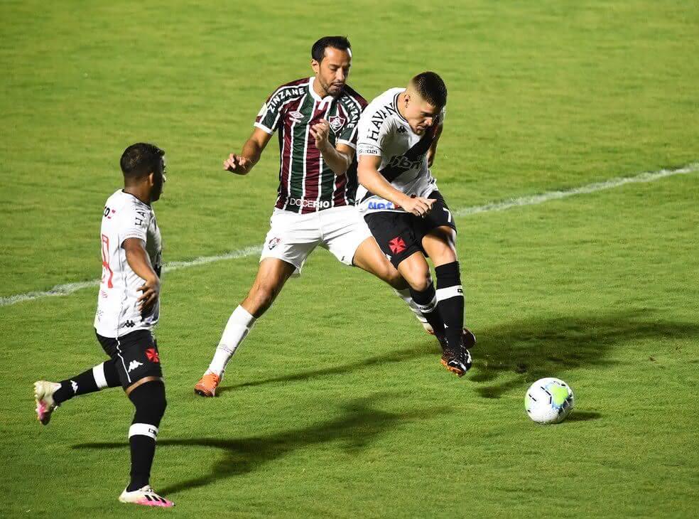 Leonardo Gil em jogo contra o Fluminense
