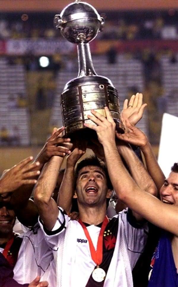 Mauro Galvão era o capitão do Vasco na conquista da Libertadores de 98