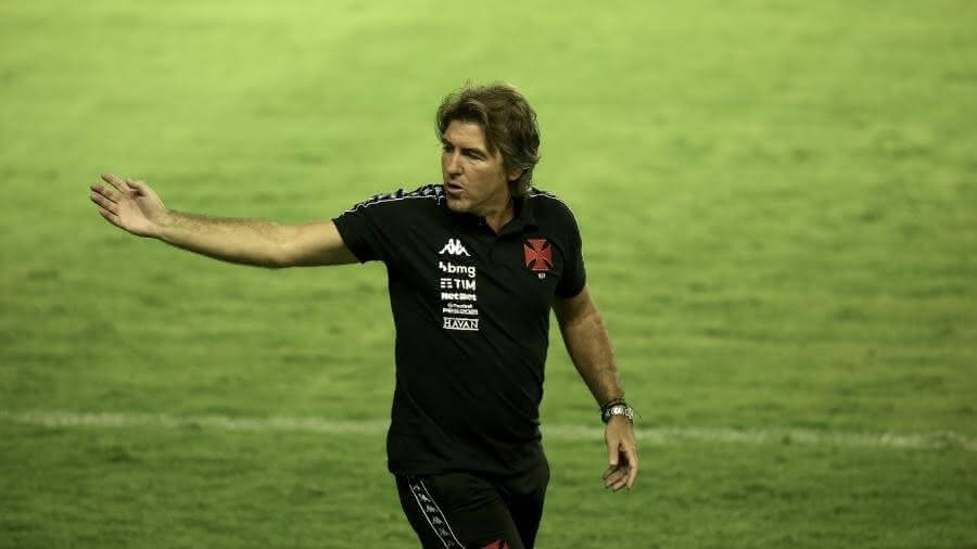 Ricardo Sá Pinto durante o jogo contra o Santos