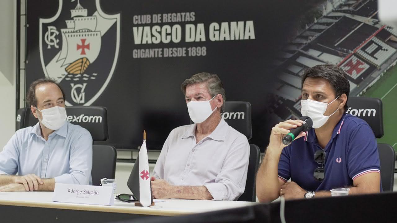 Jorge Salgado durante entrevista em São Januário