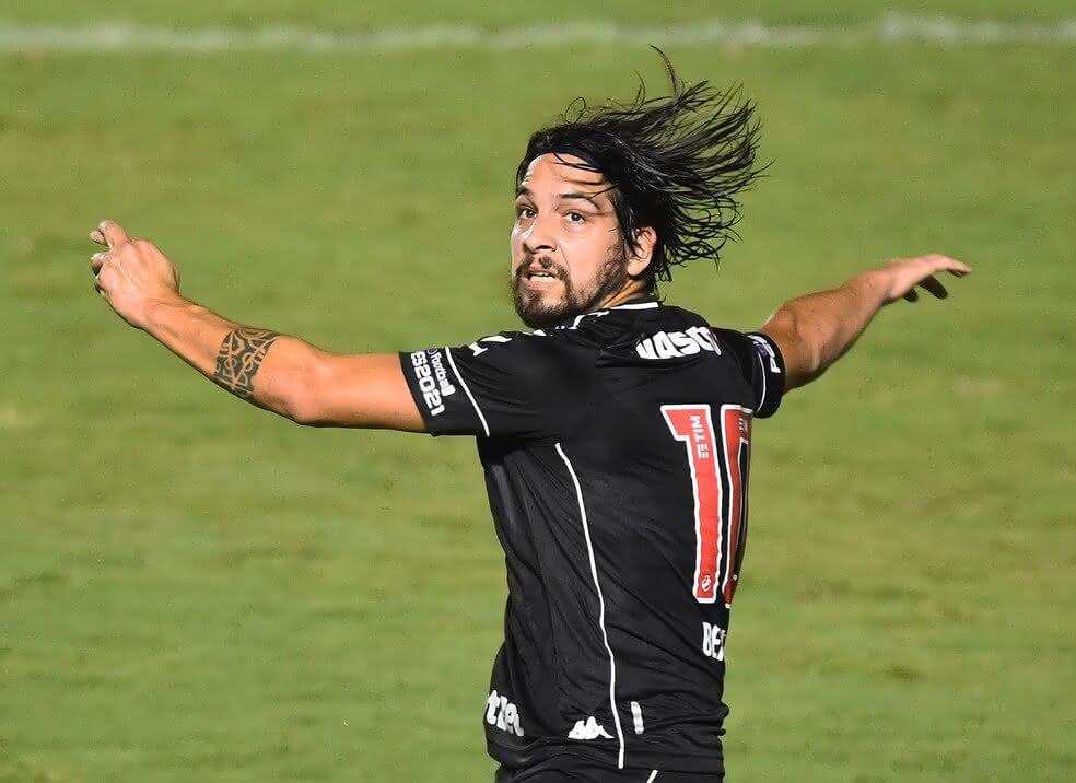 Martín Benítez deve iniciar partida contra o Atlético-MG
