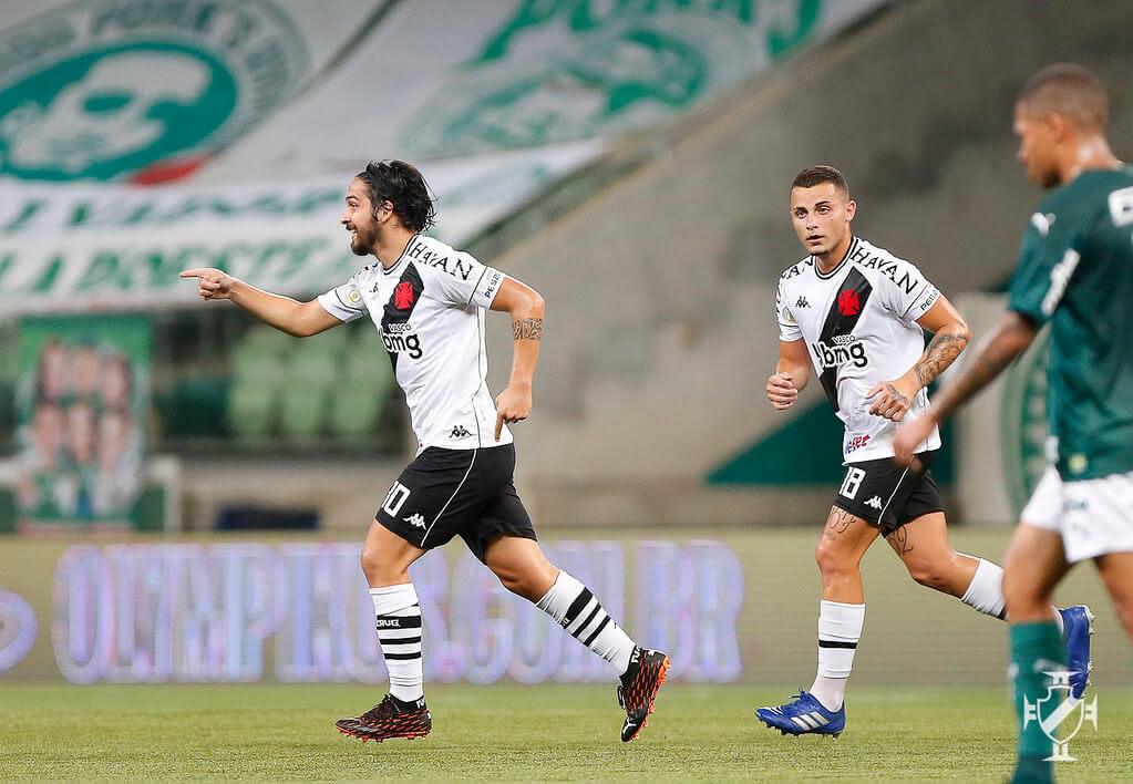 Martín Benítez comemorando gol de falta contra o Palmeiras