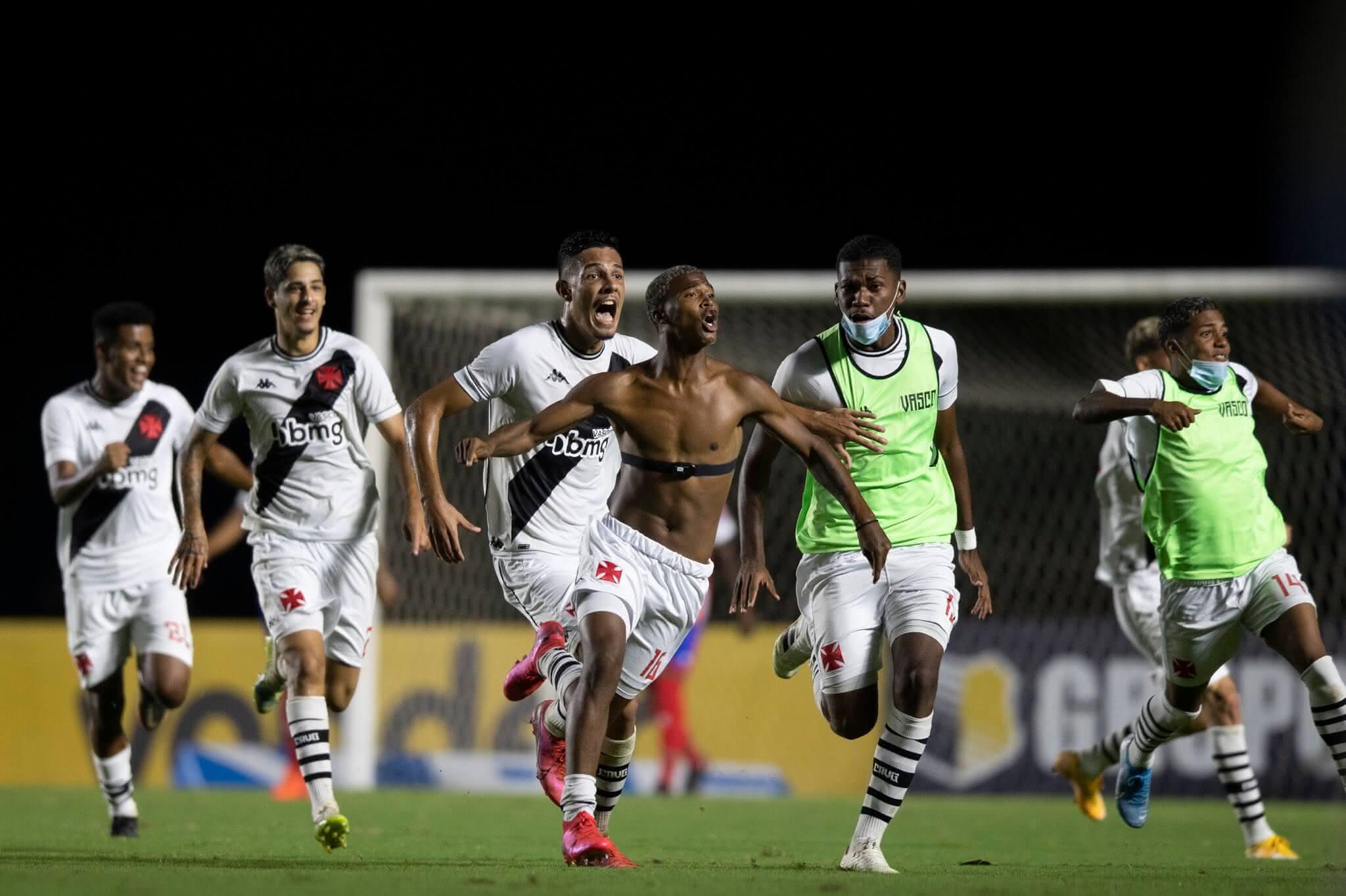 Caio Eduardo comemorando o gol do título da Copa do Brasil Sub-20 pelo Vasco