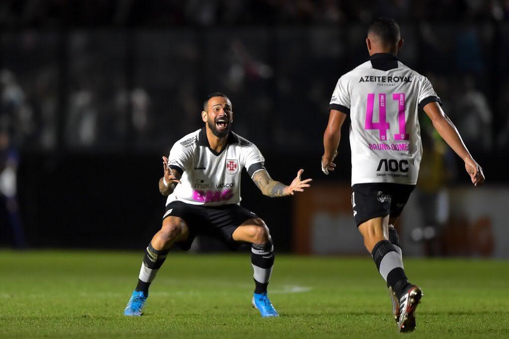 Leandro Castan e Bruno Gomes em partida do Vasco em 2019