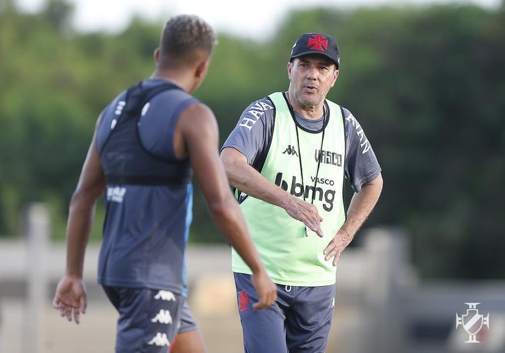 Luxemburgo e Vinícius durante treino do Vasco nesta quarta-feira