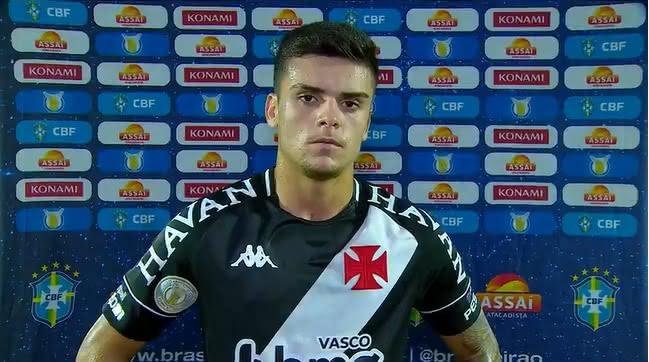 Gabriel Pec durante entrevista após jogo contra o Bragantino