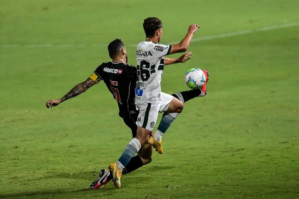 Leandro Castan durante o jogo contra o Coritiba