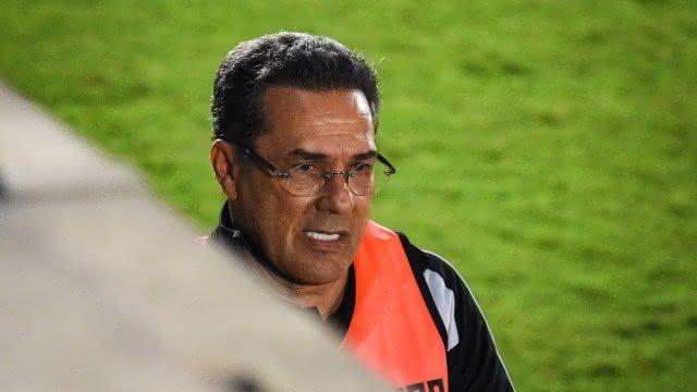Luxemburgo durante o jogo contra o Bragantino