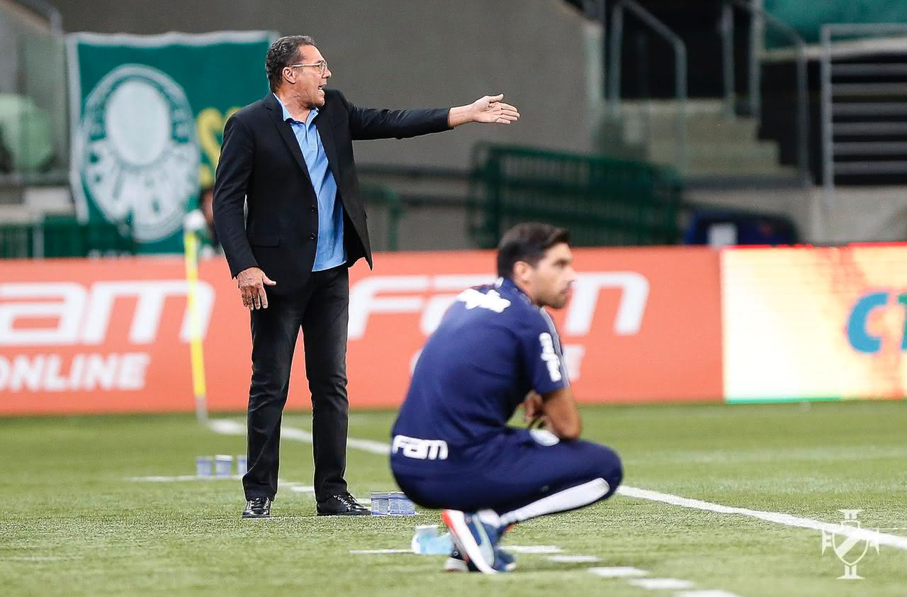 Luxemburgo comandando o Vasco contra o Palmeiras