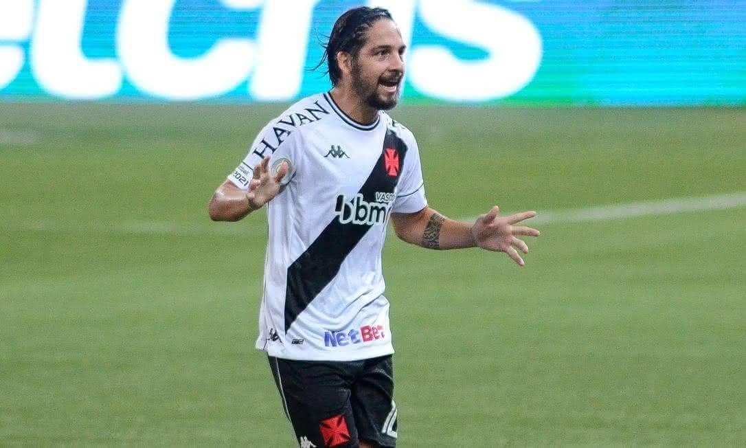 Benítez comemorando gol contra o Palmeiras