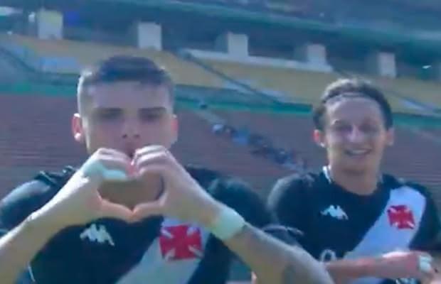 Gabriel Pec comemora gol contra o Bahia